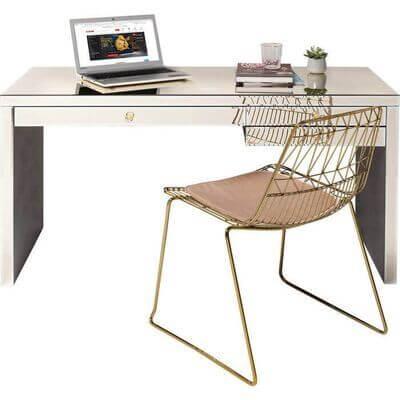 Skrivebord i champagnefarve med guld stol