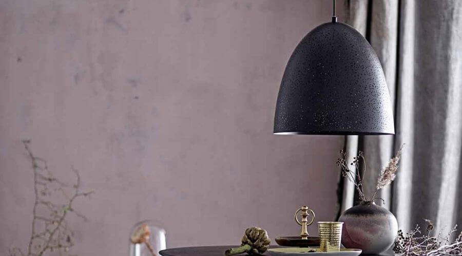 Elegant lampe over sofabordet