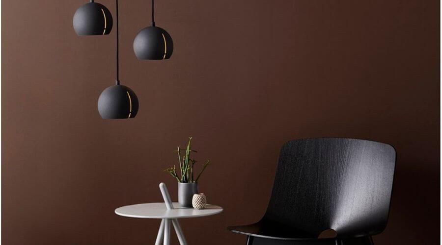 Enkelt lampe til over sofabordet