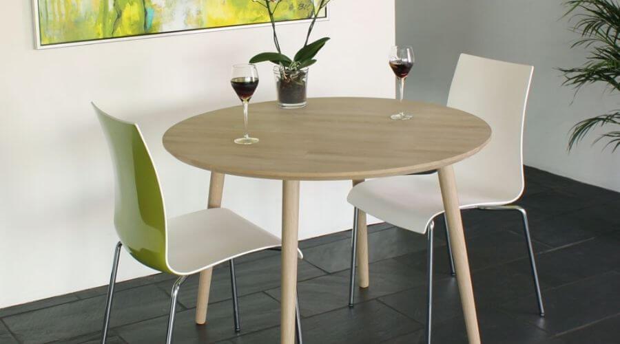 Enkelt rundt bord i træ - flot træmøbel