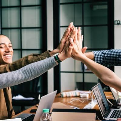 kommunikation, arbejdsmiljø, snak sammen, chef, kolleger, kollegaer, sammenhold, boboonline