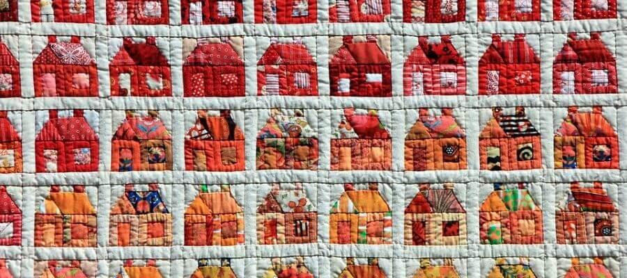 Patchwork tæppe med huse