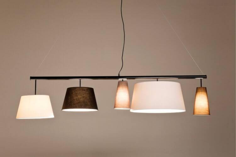 Smuk lampe til over spisebordet
