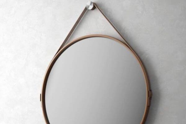 Fedt rundt spejl med læderrem