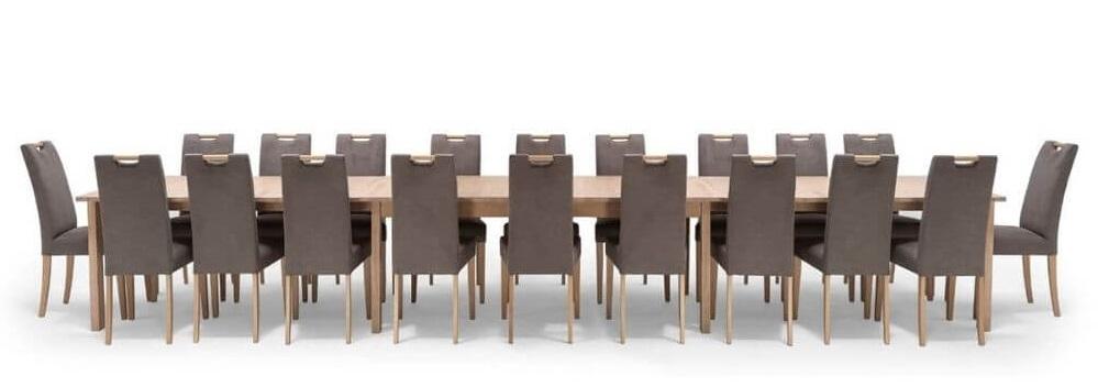 Spisebord i egetræ med udtræk til  5 meter