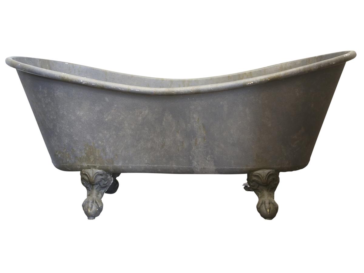 Chic antique fransk badekar på løvefødder til deko fra chic antique fra boboonline.dk
