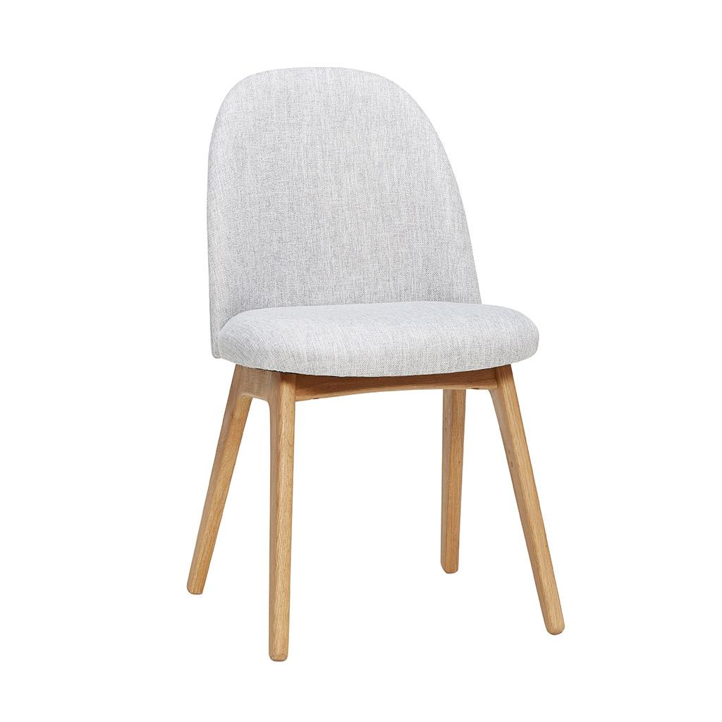 H?bsch spisebordsstol - lysegråt stof og træben fra hübsch på boboonline.dk