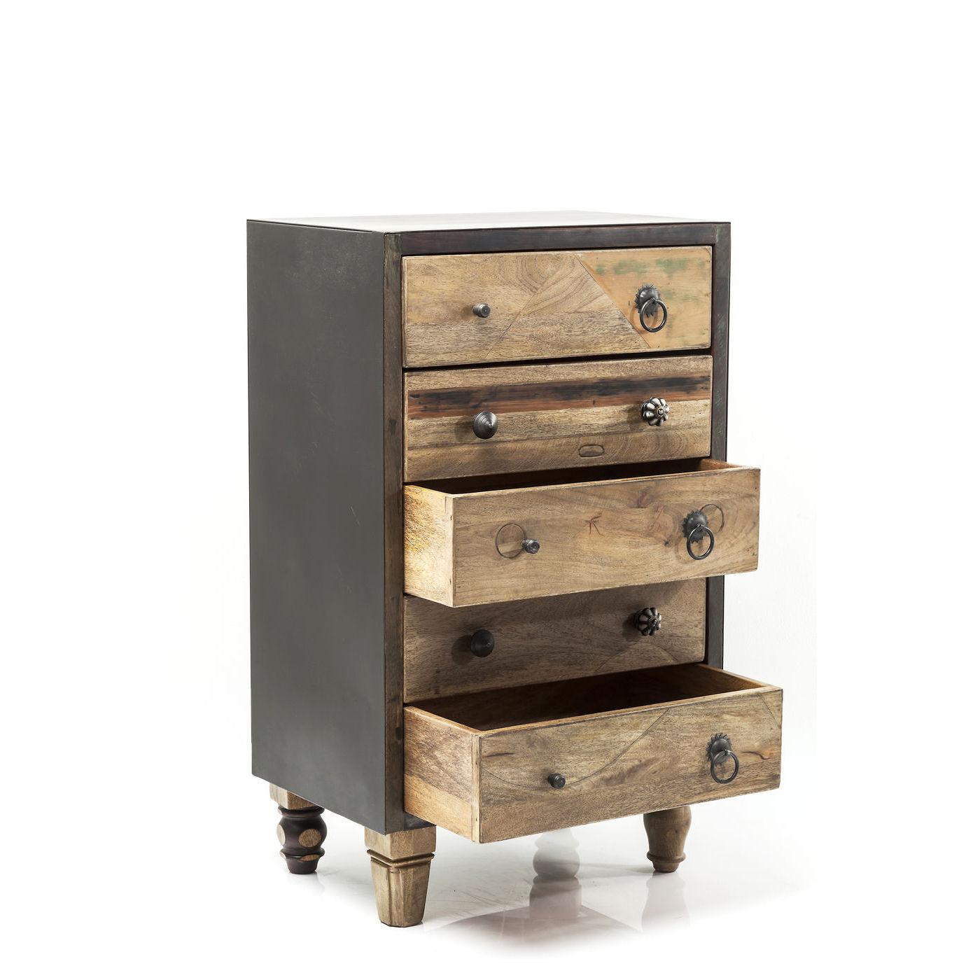 kommode i tr og metal med fem skuffer og forskellige greb. Black Bedroom Furniture Sets. Home Design Ideas