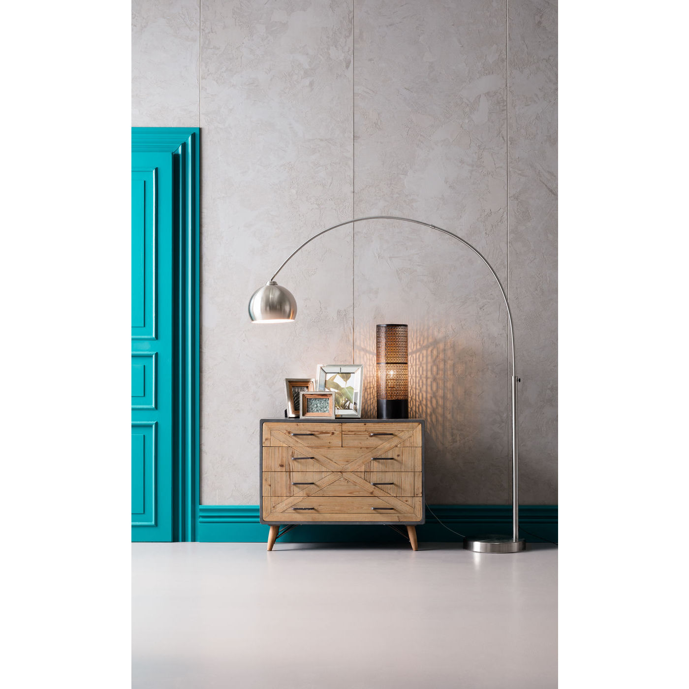 kommode x factory med flot m nster og fine greb til entr. Black Bedroom Furniture Sets. Home Design Ideas