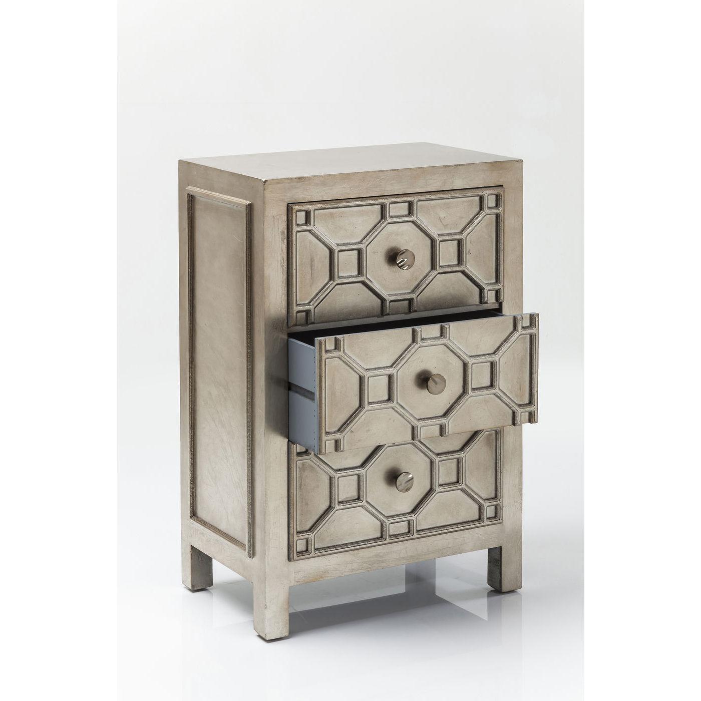slvfarvet kommode med tre skuffer og enkle greb. Black Bedroom Furniture Sets. Home Design Ideas