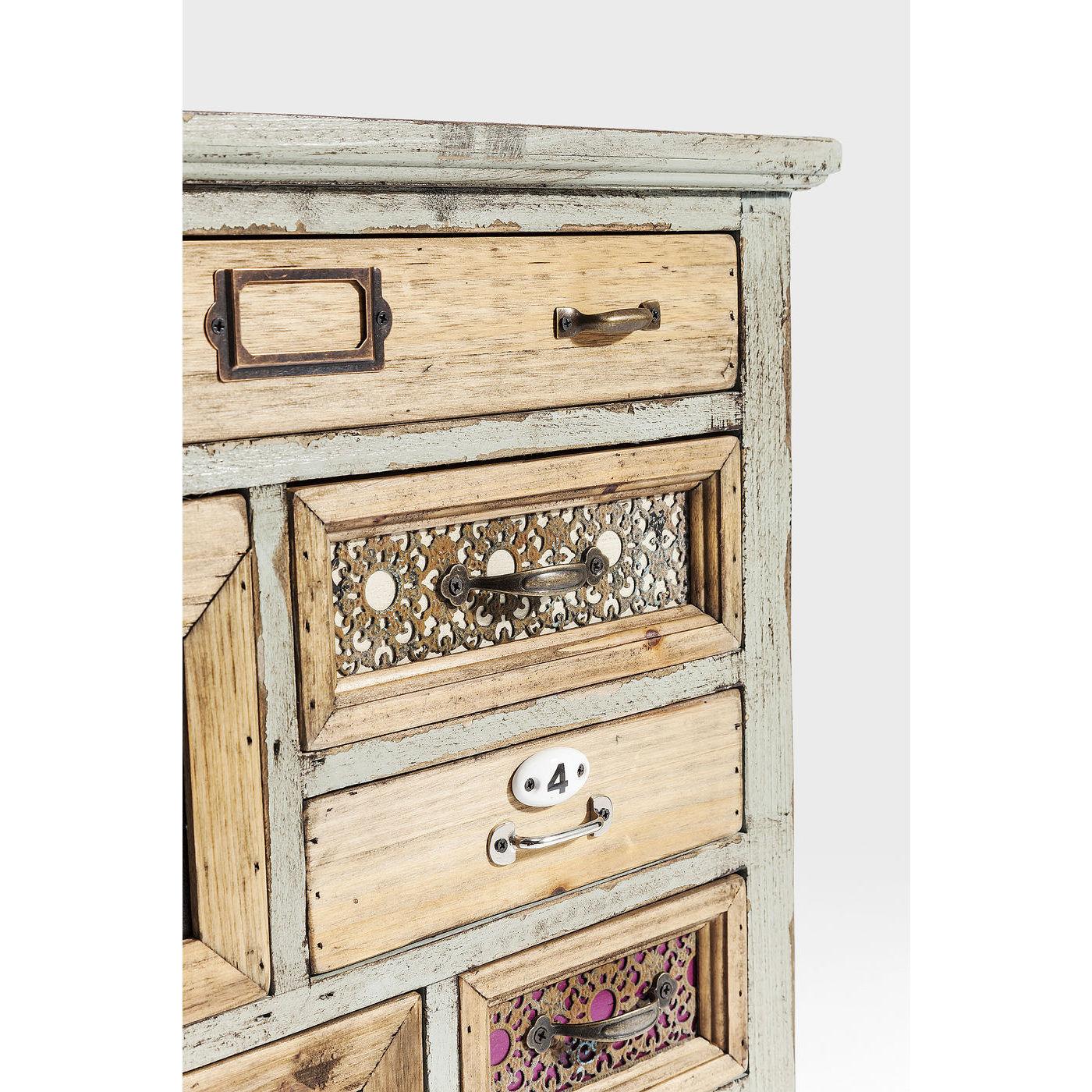 fin lille kommode fra kare design med masser af skuffer. Black Bedroom Furniture Sets. Home Design Ideas