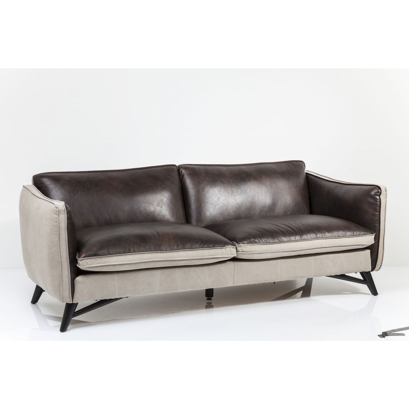 fashionista sofa med koskind og l rred stilfuld og flot. Black Bedroom Furniture Sets. Home Design Ideas