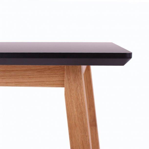 Larvik Spisebord i sort Nano og massiv eg