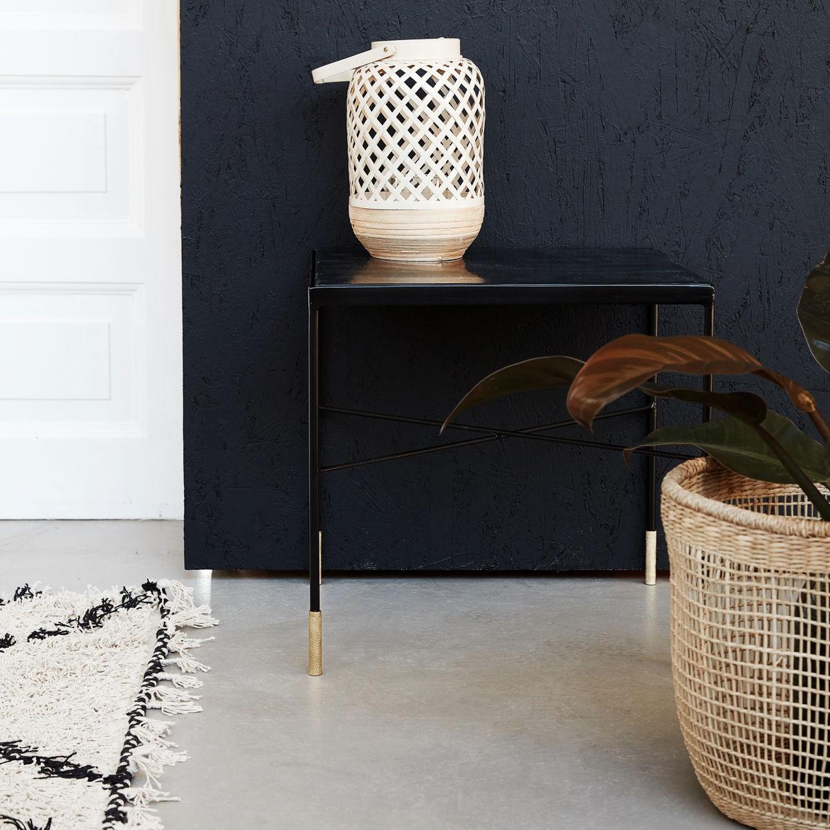 house doctor ox sofabord i sort og med detalje ved benene. Black Bedroom Furniture Sets. Home Design Ideas