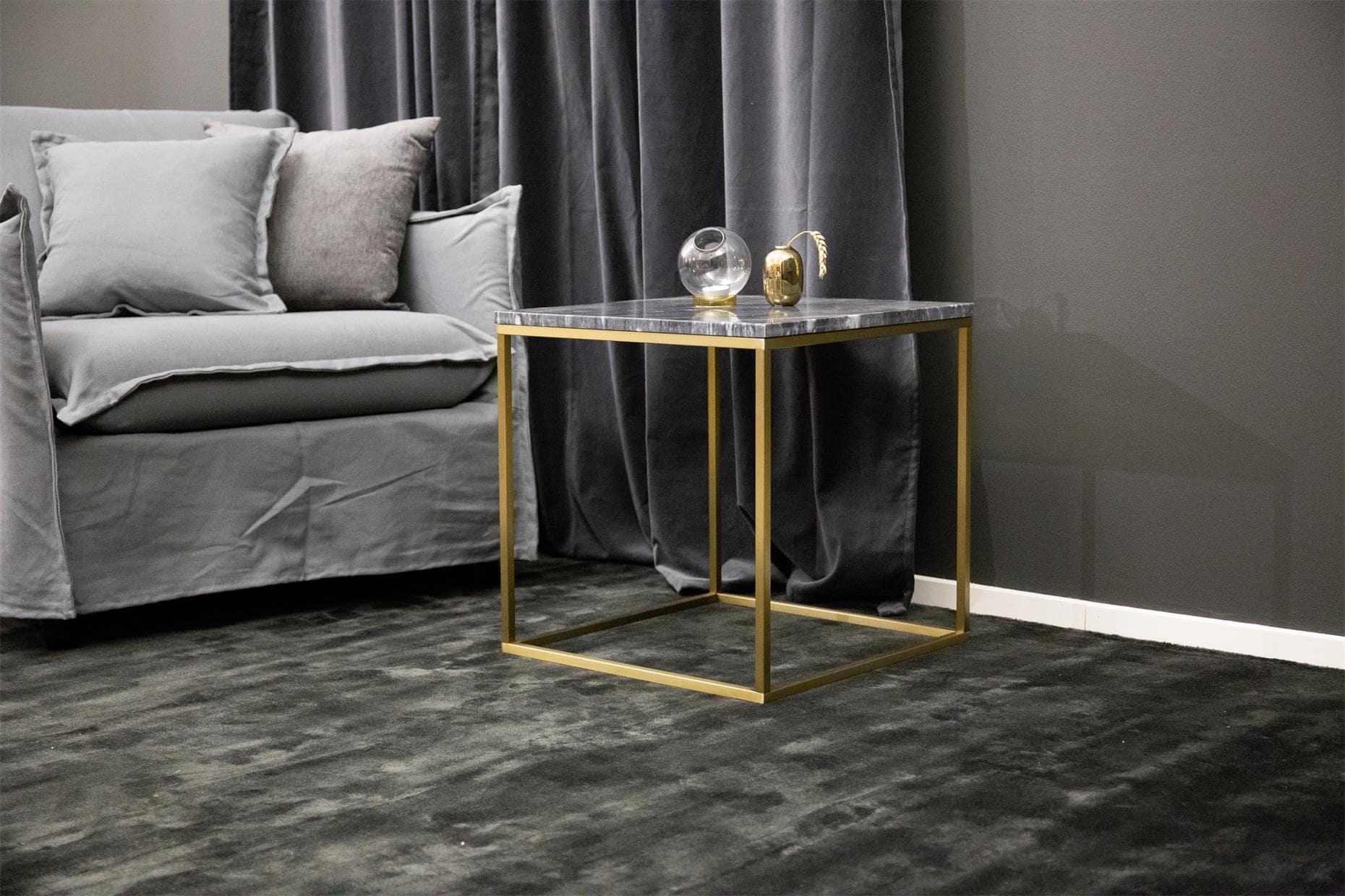 Billede af VENTURE DESIGN Estelle sidebord - sort marmor og messing metal (50x50)