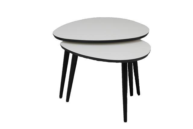 Medium Dråben sofabord i hvid med sorte ben. Hurtig levering