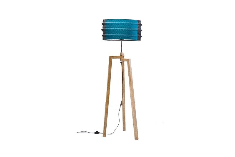 kare design – Kare design wire gulvlampe - blåt bomuld og solid mangotræ fra boboonline.dk