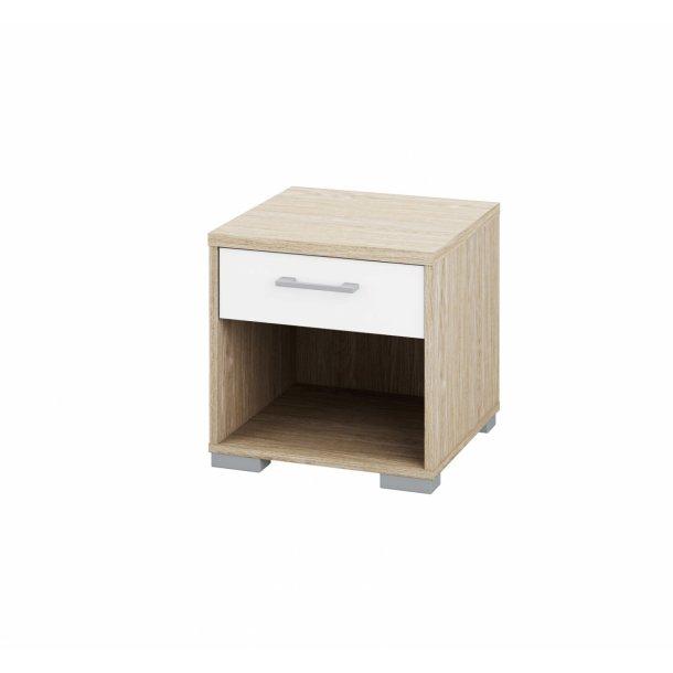 Lille natbord med skuffe og hylde i lyst tr - Homeline dekoration ...