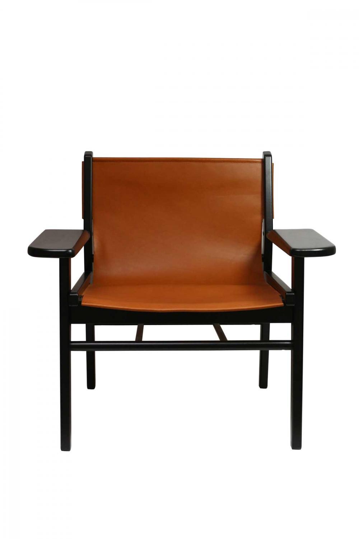 Billede af Cris loungestol - sort bøgetræ og ægte brunt læder, m. armlæn