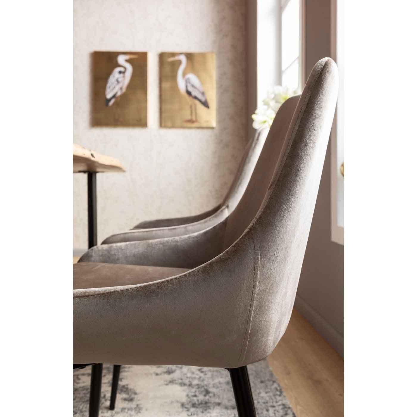 KARE DESIGN East Side spisebordsstol skinnende sandfarvet stof og sort pulverlakeret stål