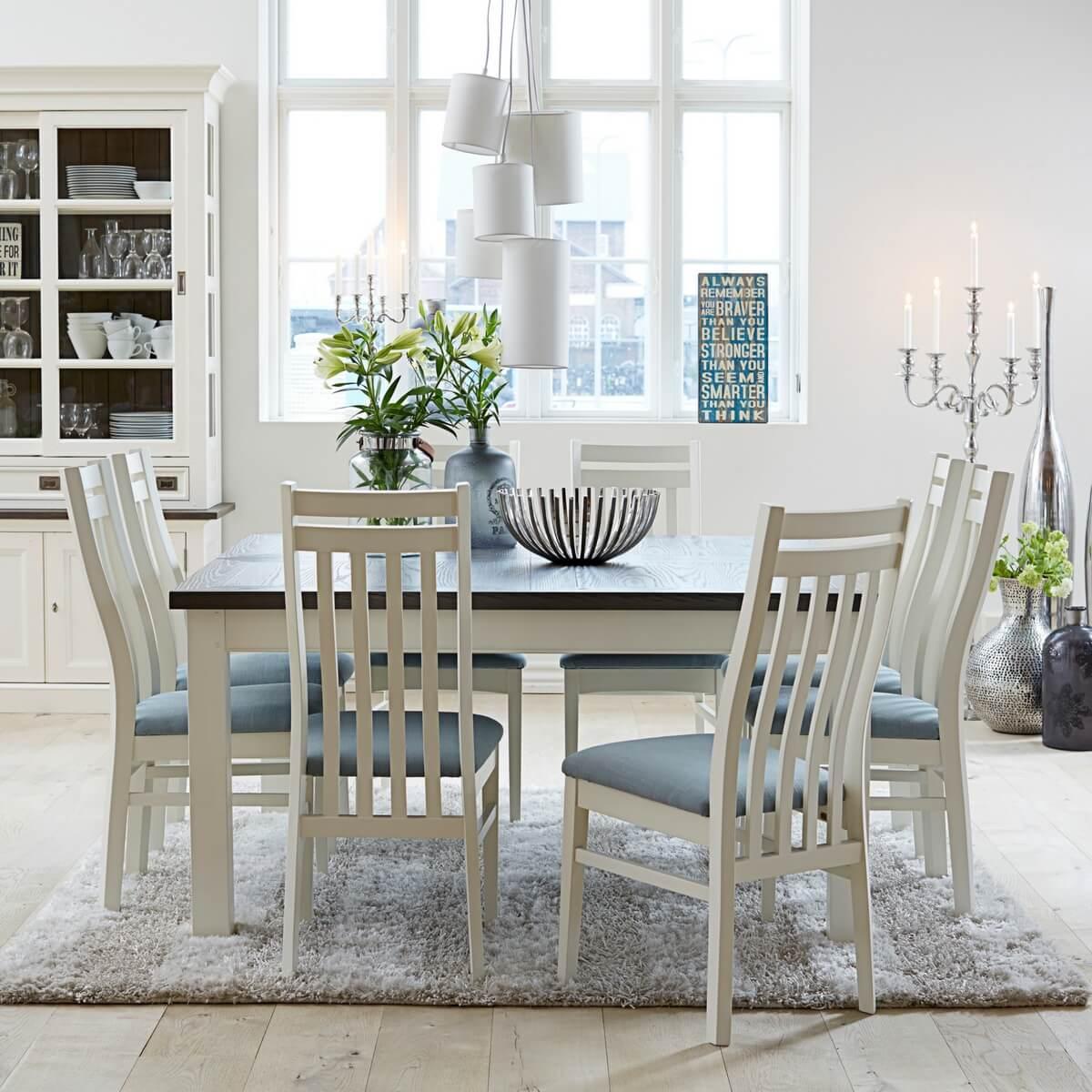 Køb spisestuemøbler til spisestuen hos Boboonline.dk