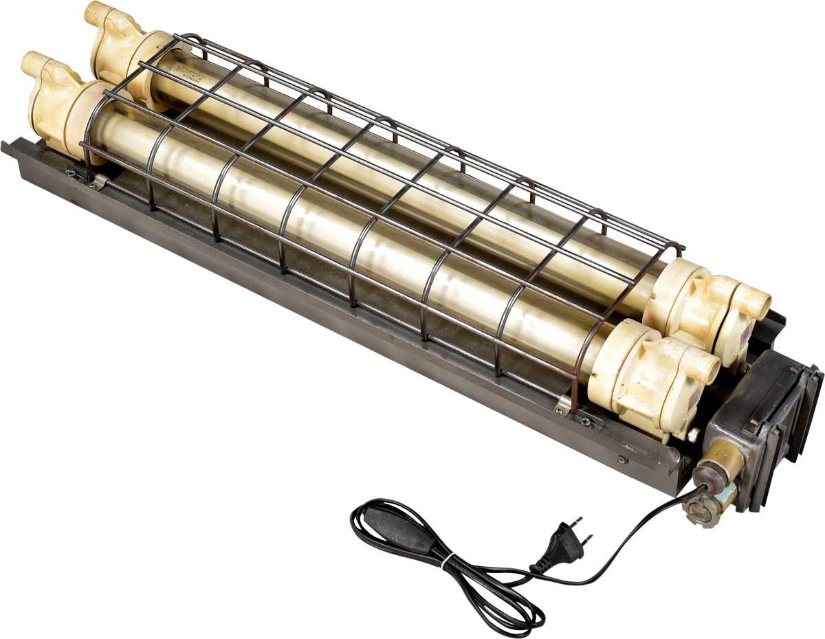Image of   TRADEMARK LIVING Industrilampe med dobbelt lysstofrør - original gammel