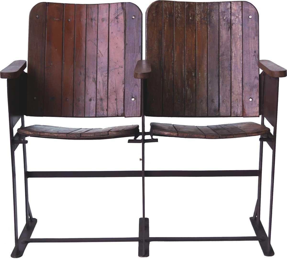 TRADEMARK LIVING Gammel vintage biografbænk i træ - 2 sæder