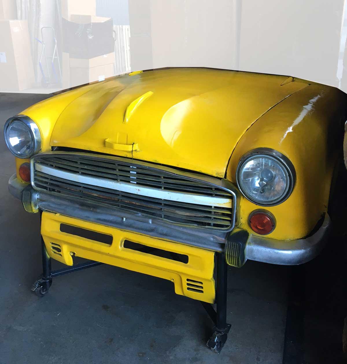 TRADEMARK LIVING Cool kabinet af gammel bilfront - gul