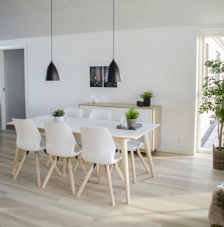 Picture of: House Nordic Copenhagen Spisebord Hvid Traeplade Og Natur Traeben M Udtraek Incl 2 Tillaegsplader 195×90 Spiseborde Bobo Mobler Boligtilbehor Og Indretning Til Hjemmet