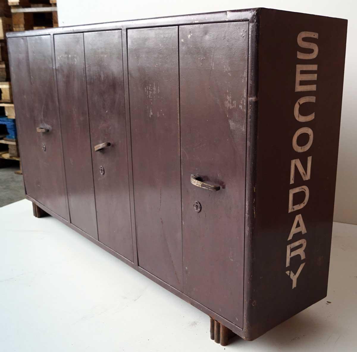 locker skab TRADEMARK LIVING Cool stort gammelt locker skab   6 døre og 3 rum  locker skab