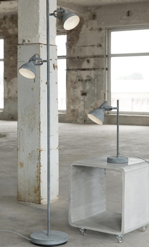 Furbo gulvlampe, grå metal, beton fod fra furbo fra boboonline.dk