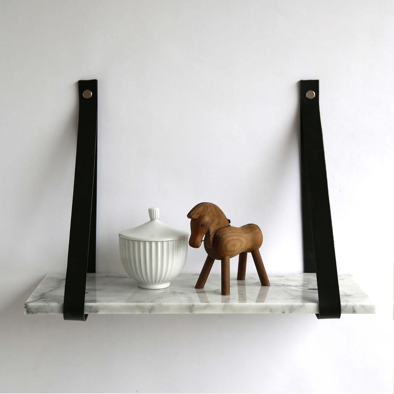 Design by BOBO Harrevig væghylde - grå carrara marmor m. sort læderstrop 50x20 cm thumbnail