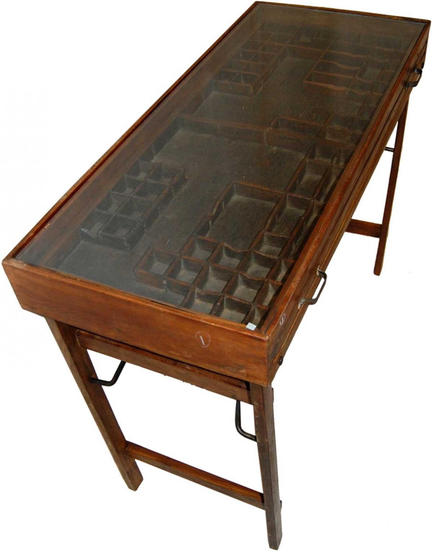 Image of   TRADEMARK LIVING konsolbord/disk - glasplade og mørkt træ, m. skuffe m. gammel sættekasse (96x42)
